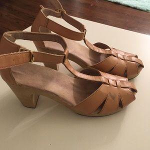Wooden clog sandals